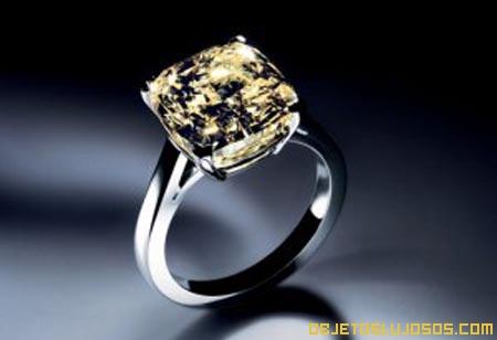 Anillo-de-compromiso-diamante-amarillo
