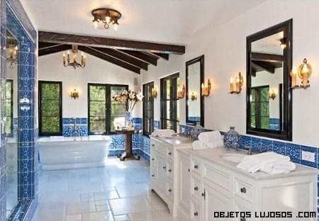 baños de mármol en color azul