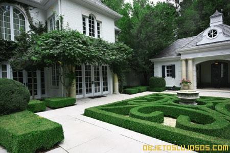 Casa-Millonaria-con-jardines