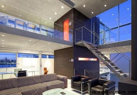 casas de lujo con escaleras metálicas