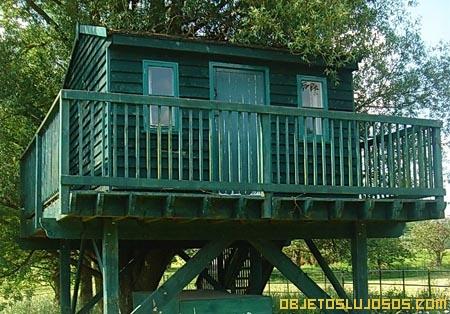 Casa-del-arbol-en-casa-millonaria
