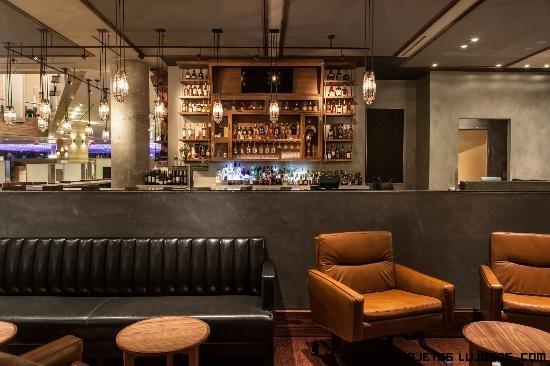 restaurantes con decoración de lujo en madera