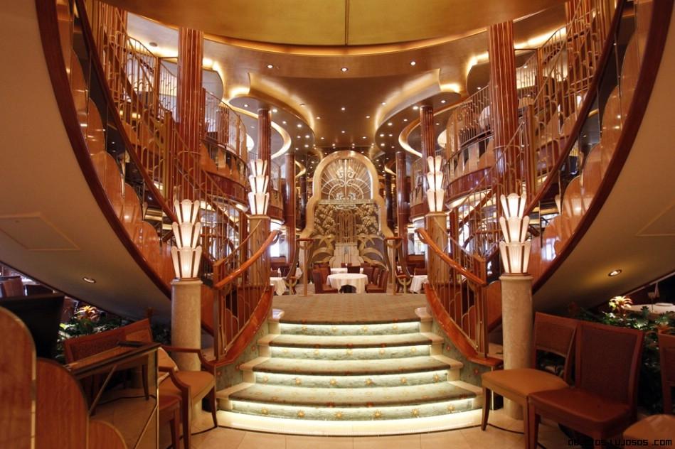Escaleras de caracol lujosas