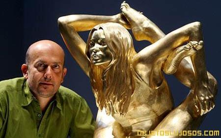 Estatua-de-oro-y-Marc-Quinn
