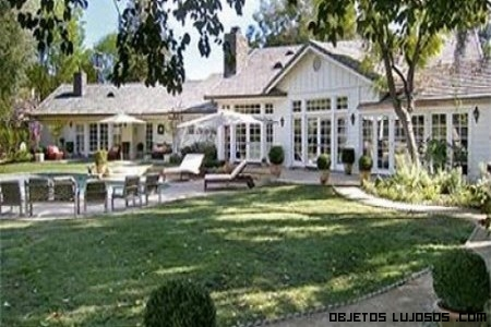 jardines de lujo en casas de famosos