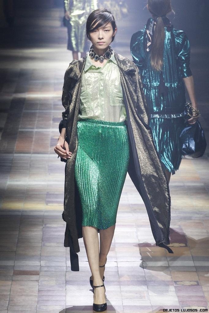 Faldas metalizadas en verde