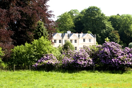 Frontis-Felin-Newydd-jardines-de-lujo