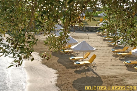 Hotel-de-lujo-a-orillas-del-Mar-Egeo