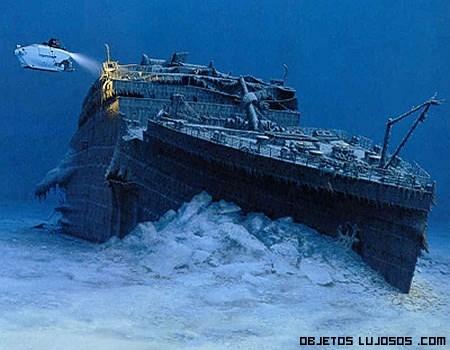 Parte del titanic bajo el mar