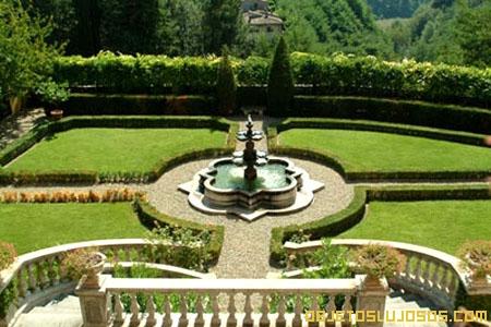 Jardines-hermosos-en-villa-de-lujo-italiana-en-alquiler
