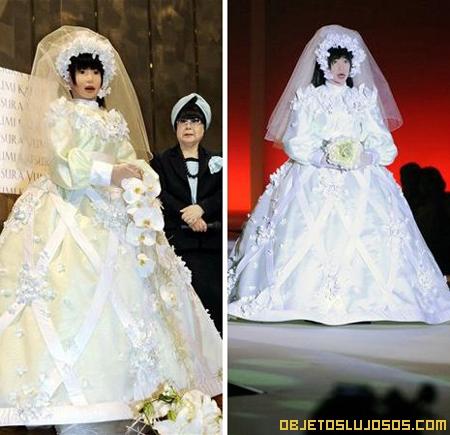 Modelo Robot desfila de novia