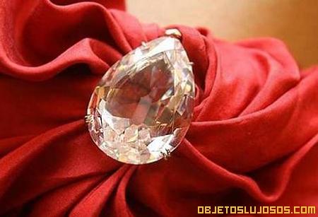 Nightinglae of Kuala Lumpur 2 diamante de pera