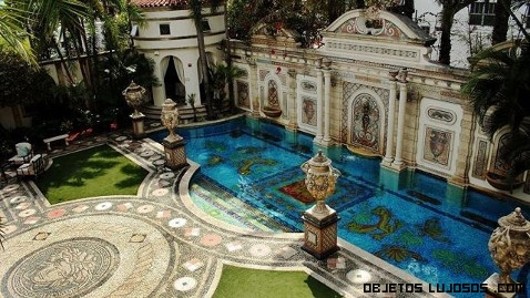 piscinas de lujo en palacios