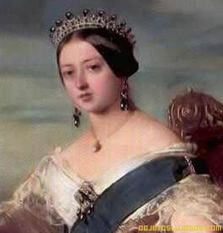 Reina-Victoria-con-tiara-de-esmeraldas