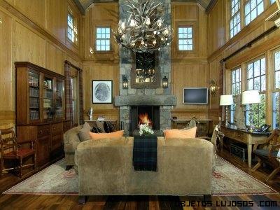 salones de madera en casa lujosas