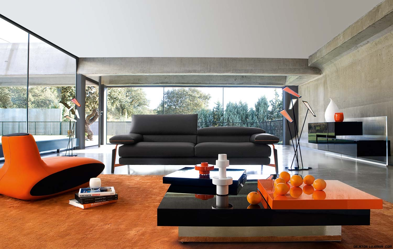 salones con sofás en gris y decoración naranja