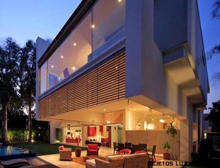Casas de lujo con grandes ventanales