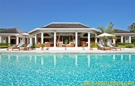 Villa-Bougainvillea-con-piscina-y-vista-al-mar