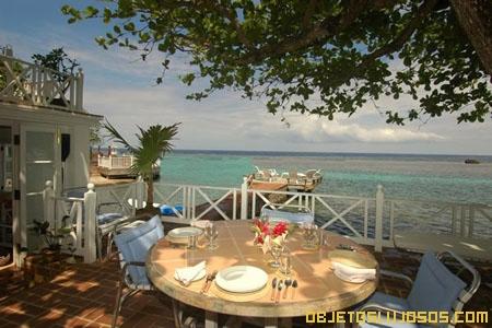 Villa-Cristal-Cove-con-terrazas-en-el-mar