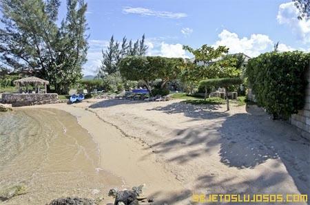 Villa-con-piscina-infinita-en-el-Caribe