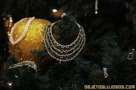 arbol-de-navidad-decorado-con-oro