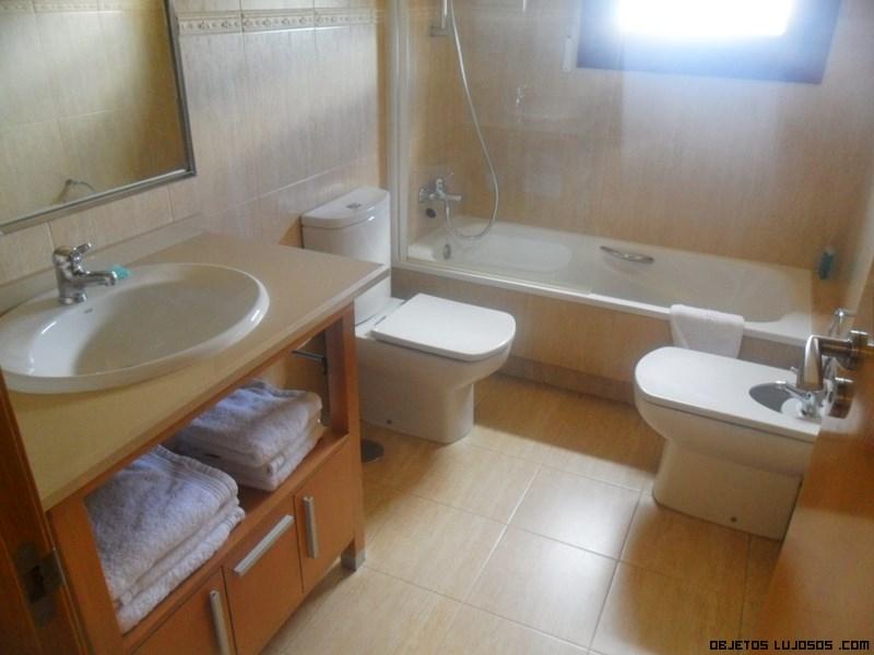 Baños redecorados con mármol