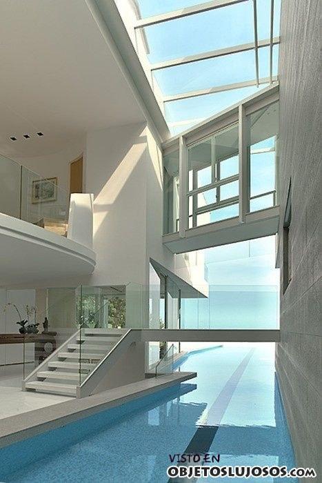 casa abierta con piscina lateral