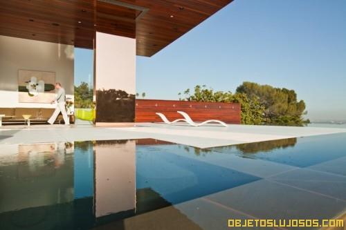 casa-con-paredes-de-vidrio-y-paisajes