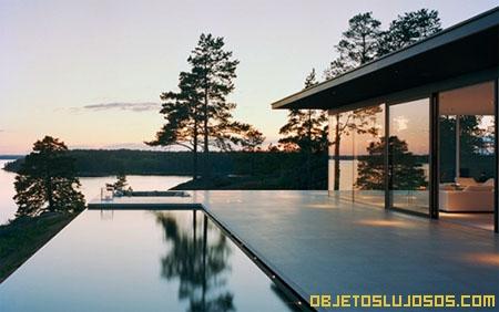 casa-con-paredes-de-vidrio