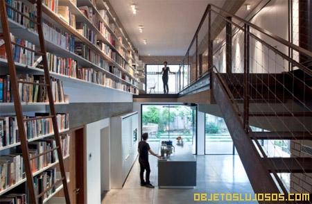 casa-de-lujo-con-biblioteca-enorme