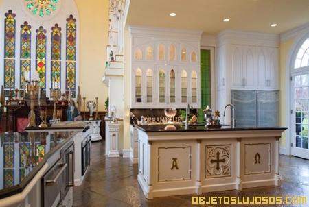 casa-decorada-como-si-fuera-iglesia