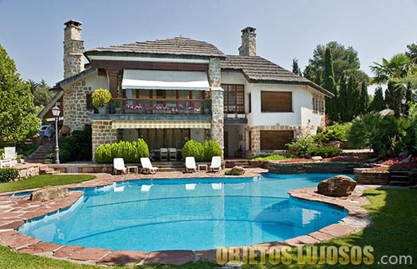 casita de campo lujosa y con piscina