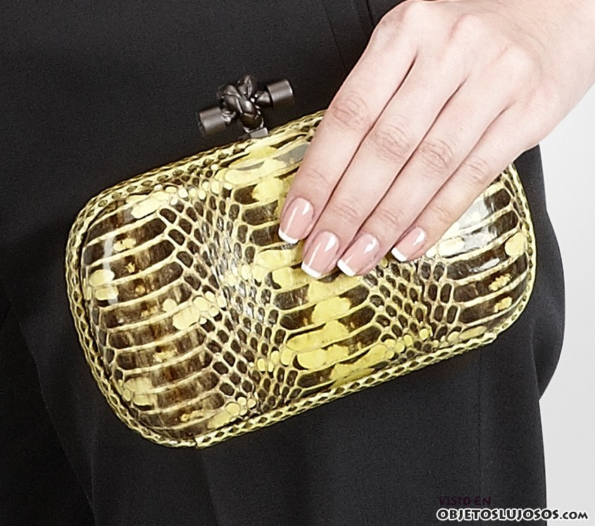 clutch amarillo Bottega Veneta