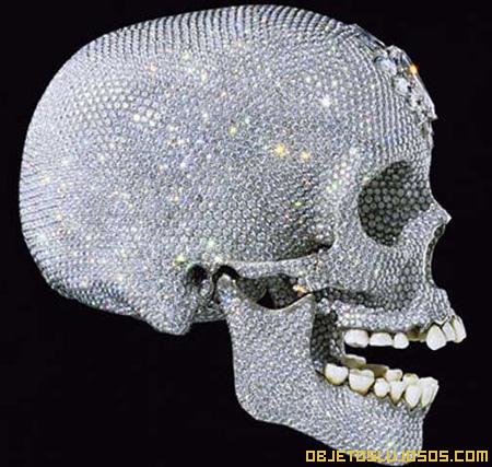 craneo-humano-recubierto-de-diamantes