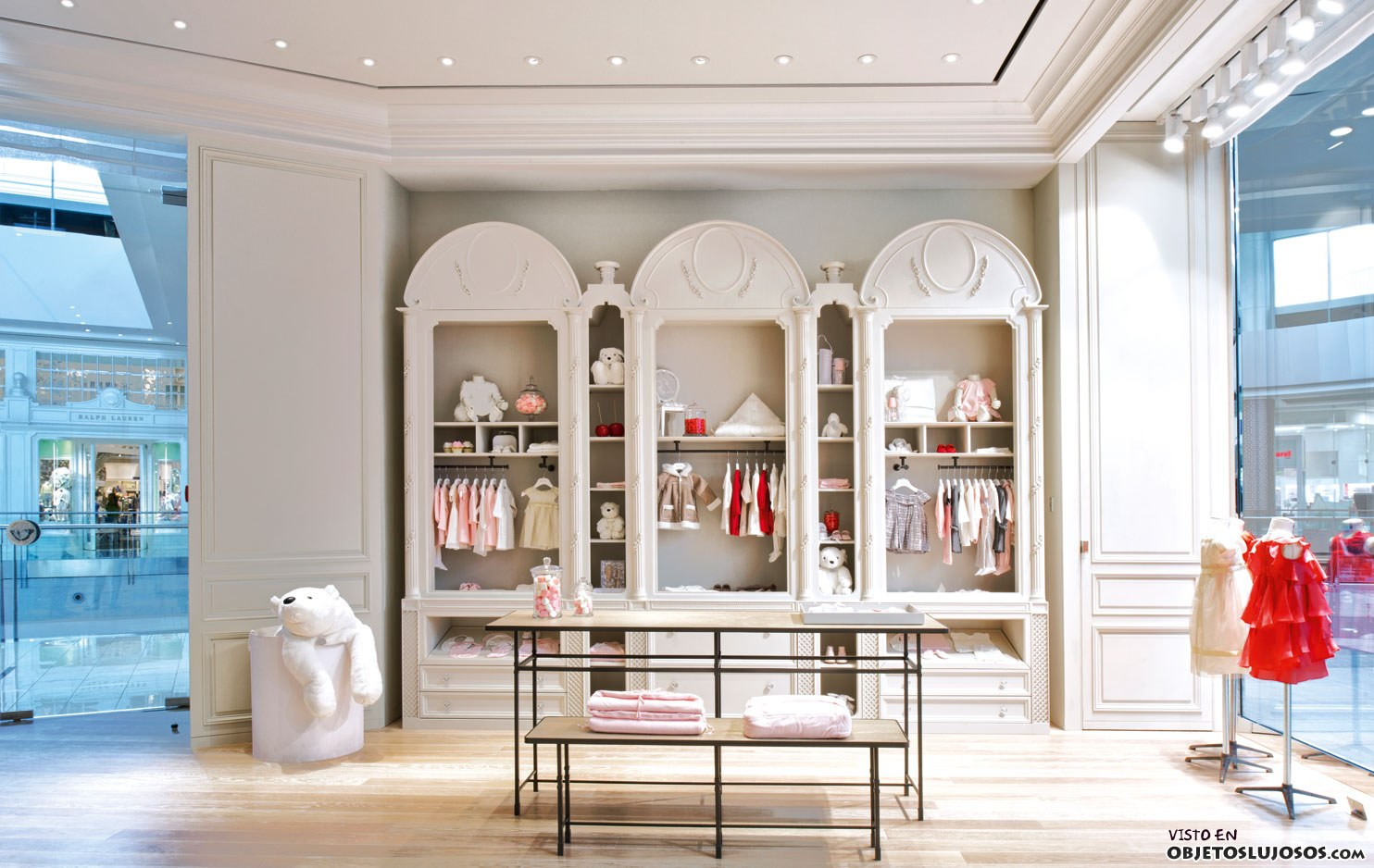 Interior boutique Baby Dior