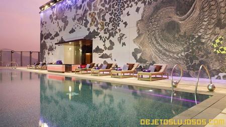 piscina-en-hotel-de-lujo-W-Hong-Kong