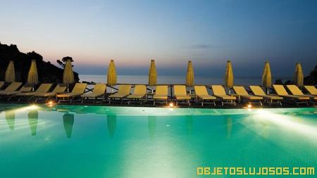piscina-en-hotel-italiano