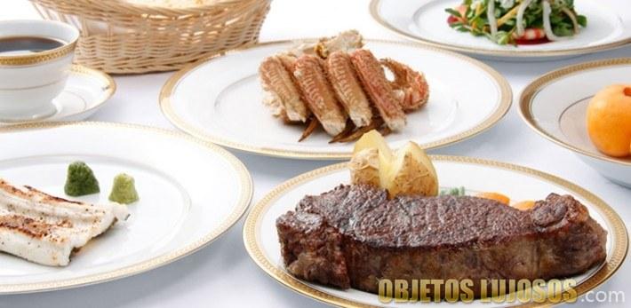 Plato de carne en restaurante aragawa