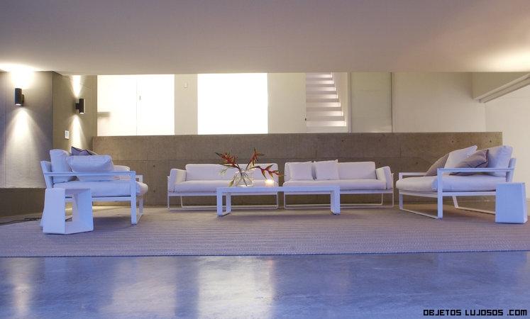 Terrazas con muebles en blanco