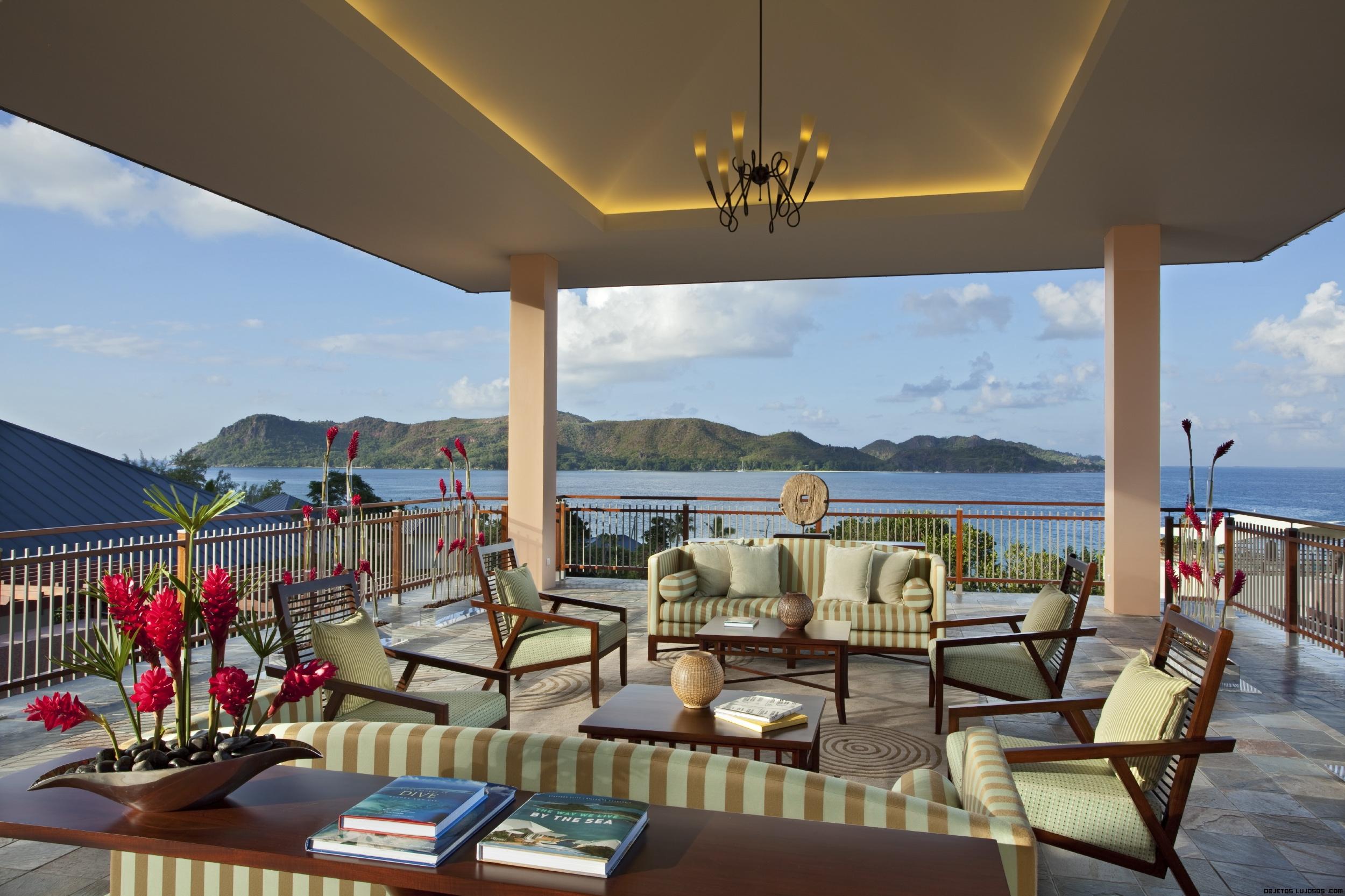 terrazas de madera en hoteles de lujo