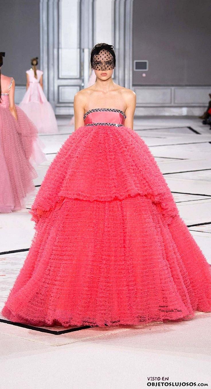 vestido coral de Giambattista valli