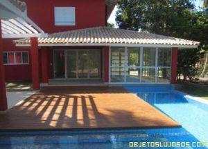 Casa de lujo con elegante piscina
