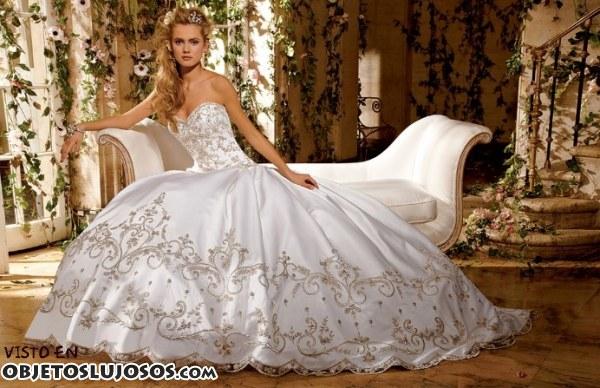tres vestidos exclusivos de amalia carrara | objetos lujosos
